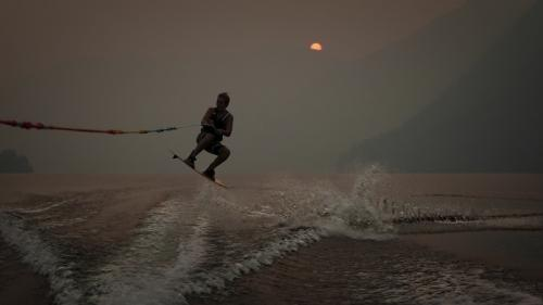 Jumping the Wake © Erika Nadon