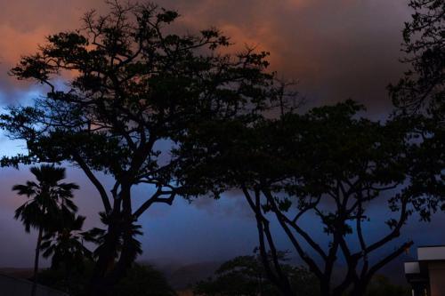 Hawaiian Cloudburst © Charlie Schaal